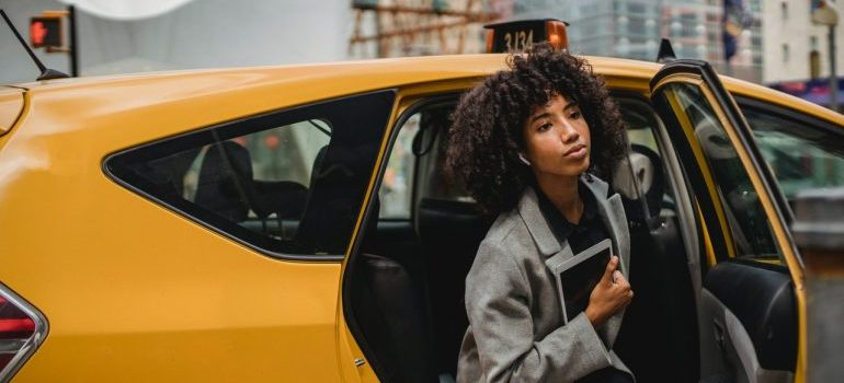 woman exiting a cab in NYC